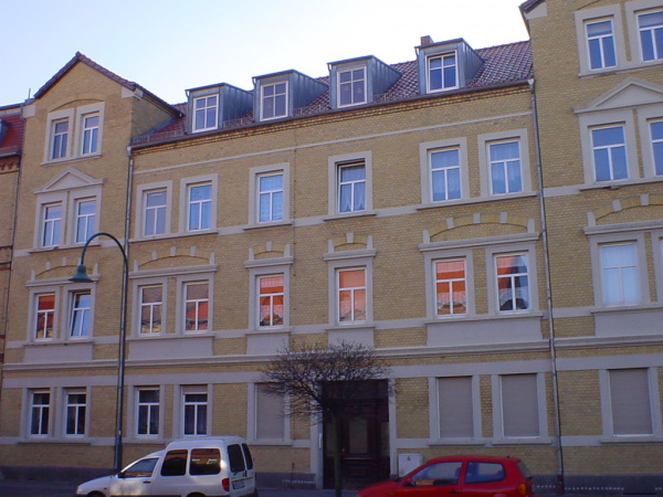 Altbau-Mehrfamilienhaus mit 9 WE